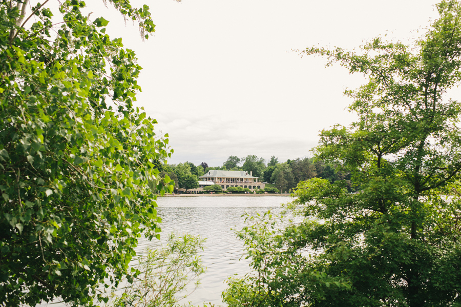 photo of marcy casino from across hoyt lake at delaware park